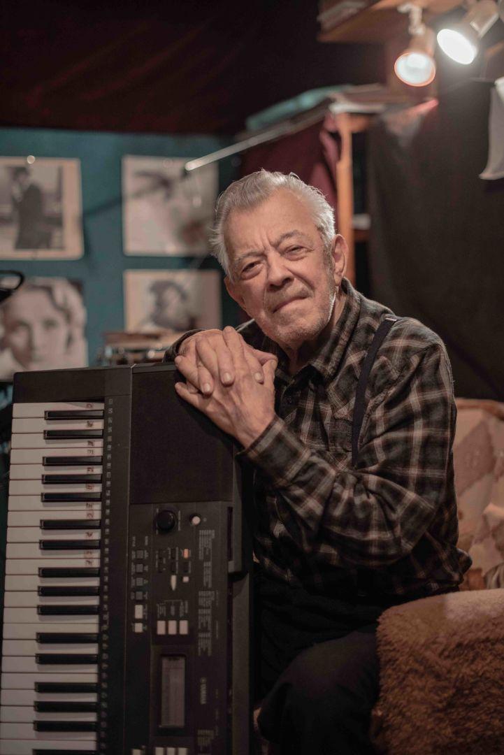 Jozef , dôchodca/hudobník