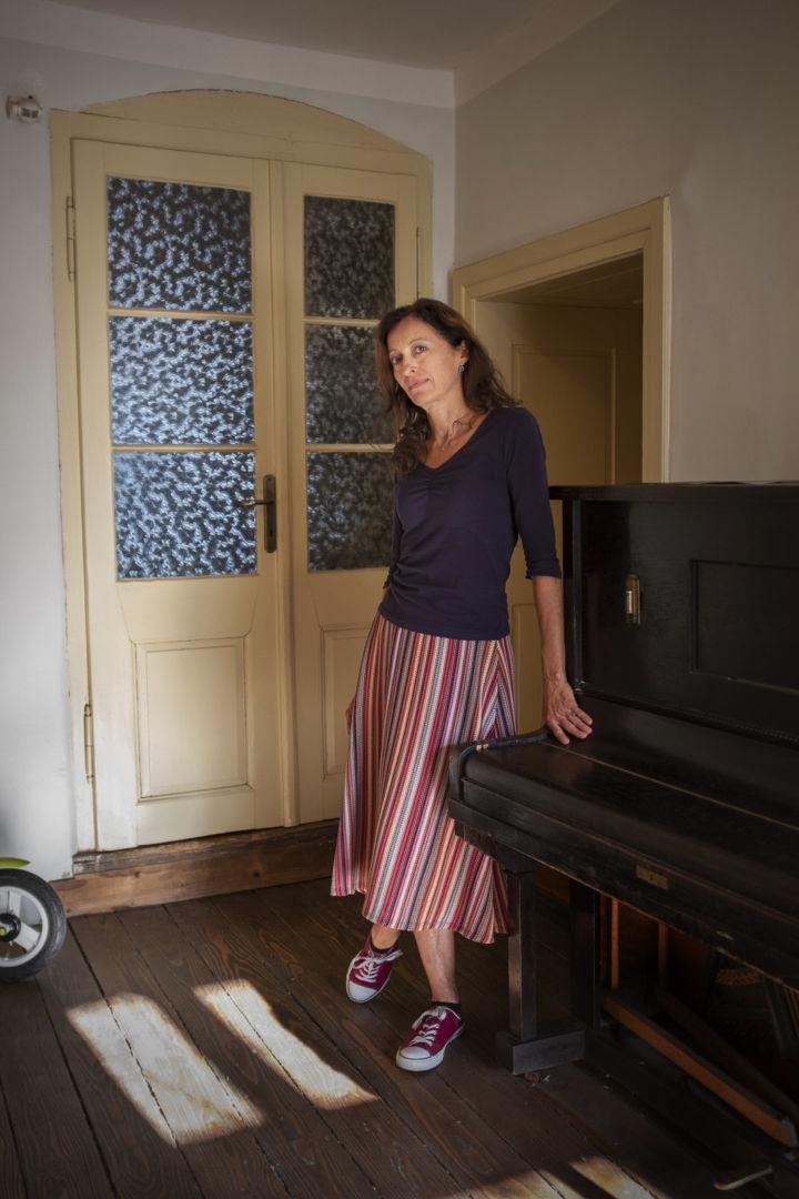 Silvia, manažérka v galérii, prekladateľka a učiteľka anglického jazyka